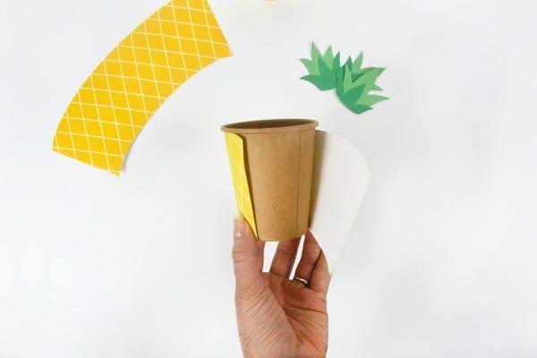 Überrasche die Gäste mit den schönen Ananas-Bechern, damit jeder sein Getränk direkt wiederfindet.