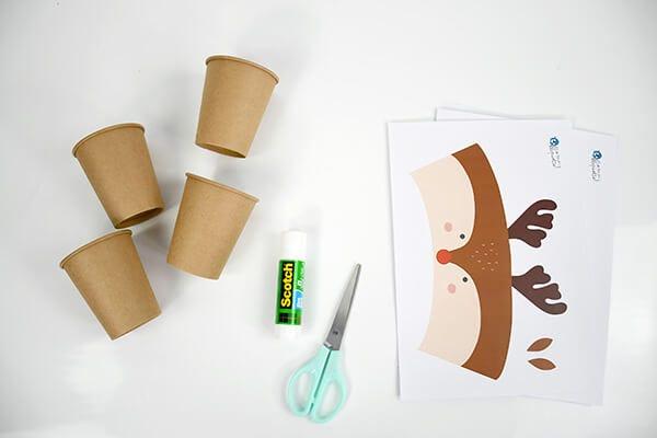 Ein perfekter Workshop, um Eltern und Kinder zum Herstellen von Bechern mit dem Bildnis von Weihnachtssternen zu versammeln!