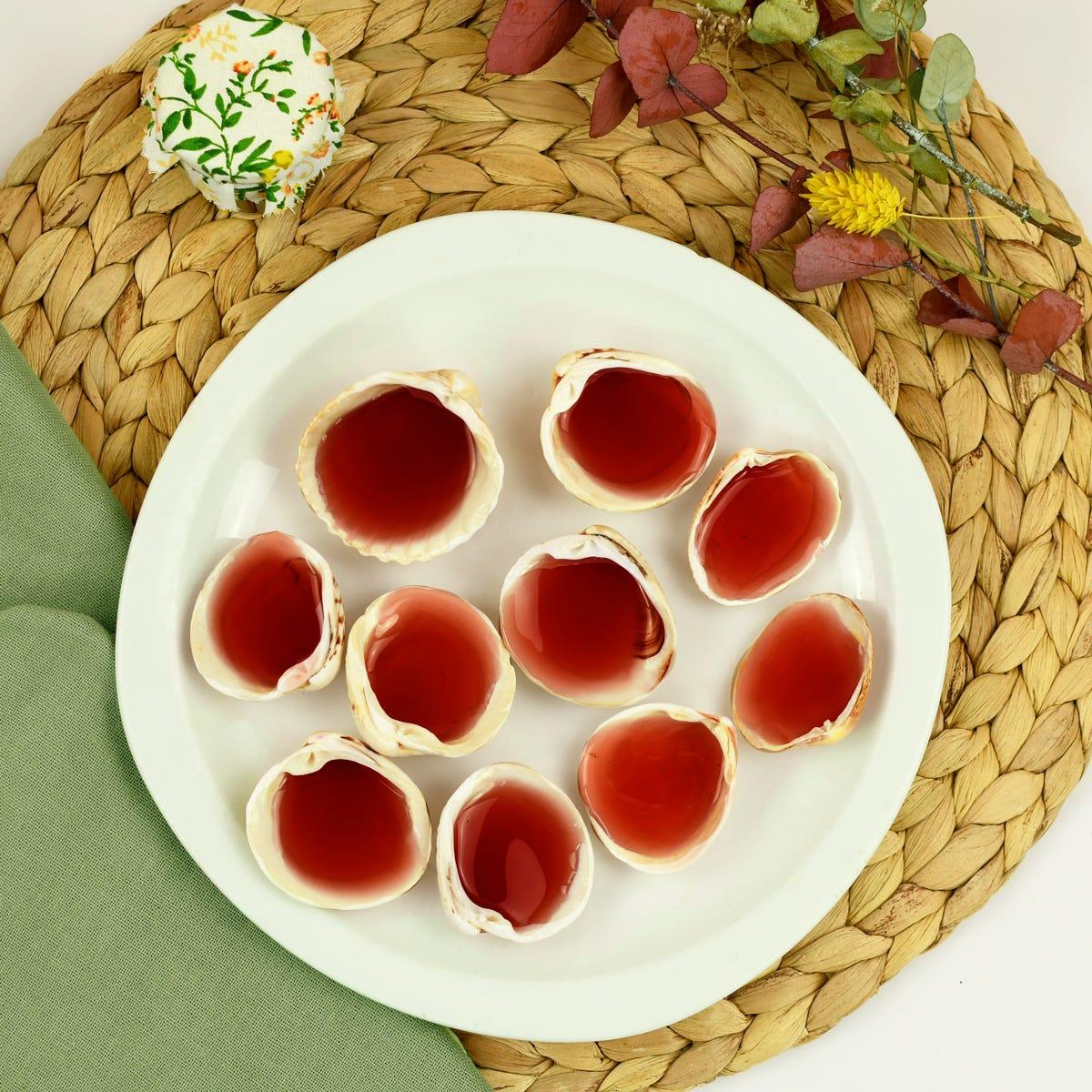 Mit einer karamellisierten Bonbonmasse gefüllte Muscheln, ein ideales Sommerrezept.